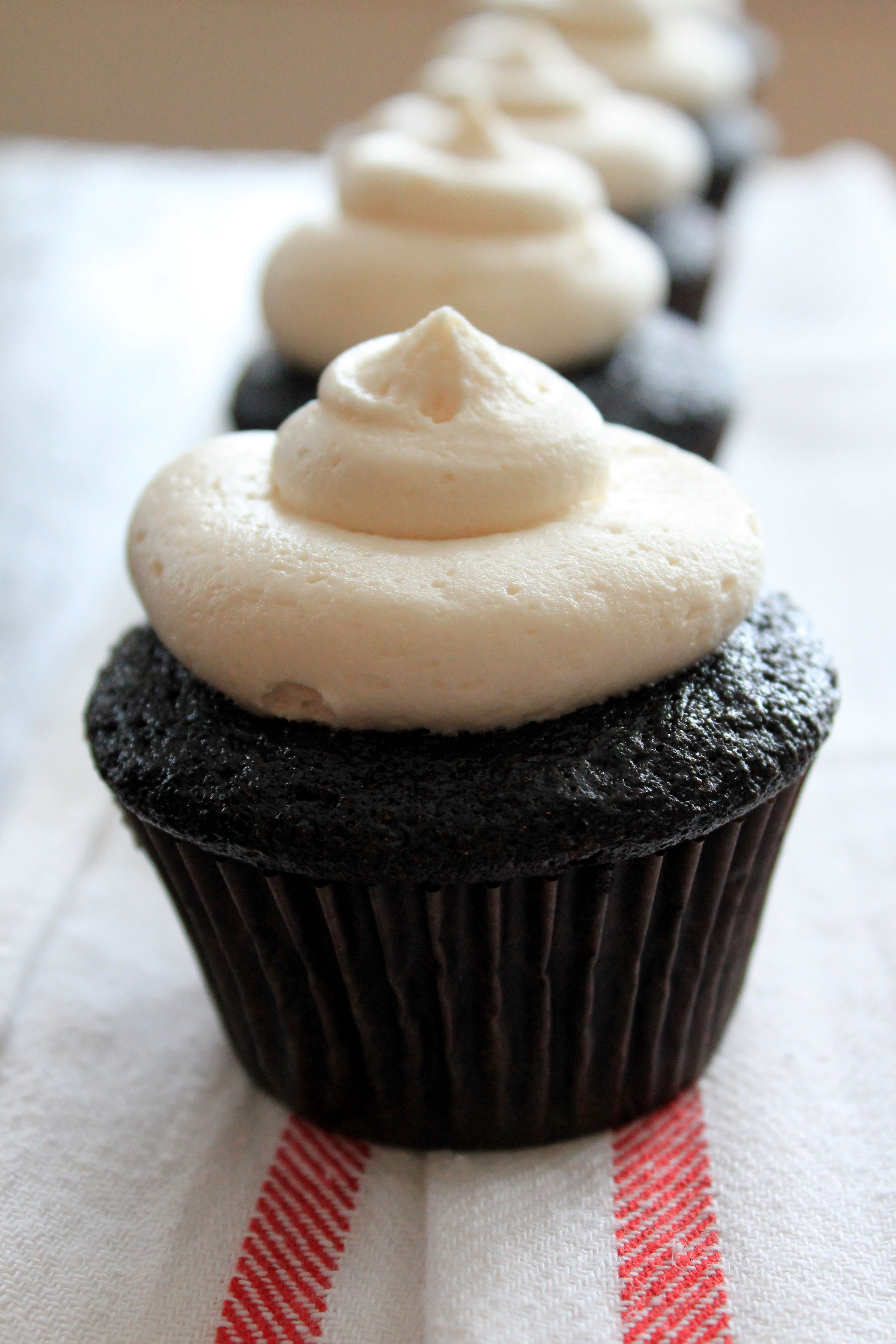 life needs sweets: Chocolate Cupcakes with Buttercream Frosting